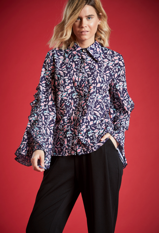 VERITY FLORAL RUFFLED PRINT SHIRT IN NAVY