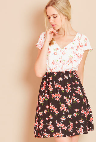 SWEETNESS<BR> Contrast Floral Tea Dress
