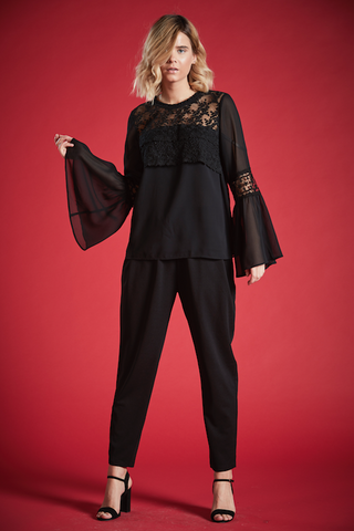 EARLS BELL SLEEVE LACE TOP IN BLACK