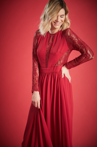 FIERCE  LACE MAXI DRESS IN RED