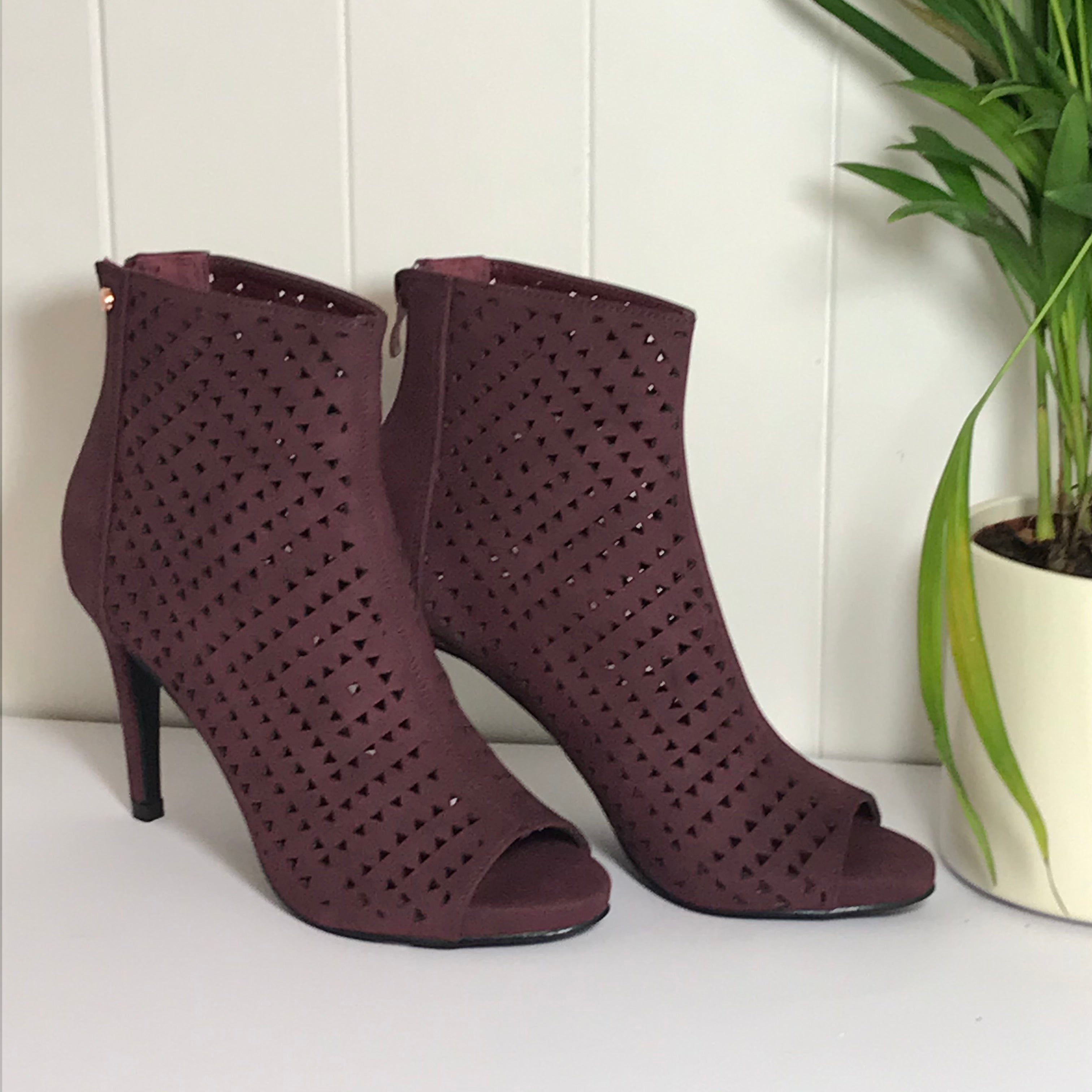 Shelly Peep Toe in Berry