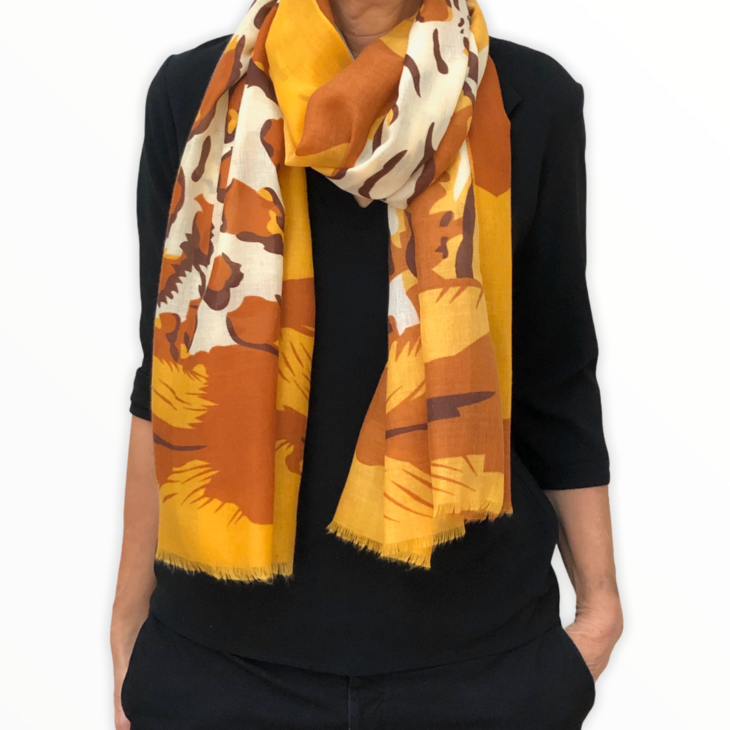 foulard-jungle-porte-jaune-orange-blanc