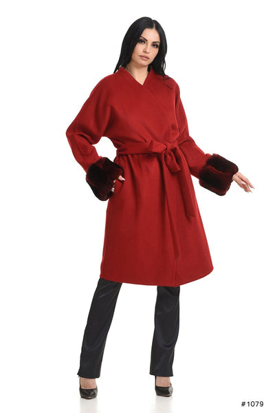 Cozy Loro Piana cashmere coat with chinchilla cuffs - Manakas Frankfurt