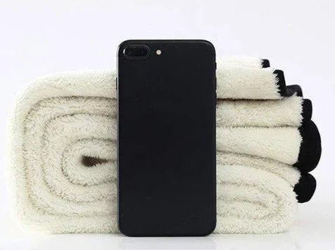 When the Thinsulate Fleece Leggings are folded, the thickness is about the height of a cellphone