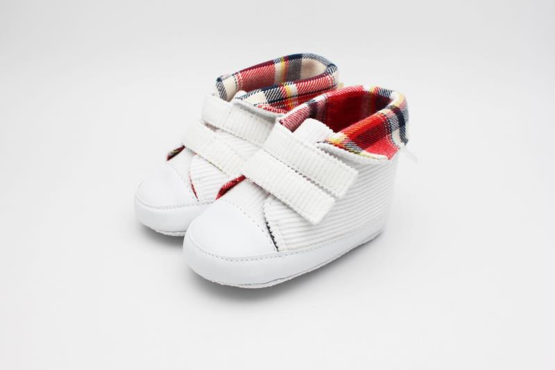 Smart-Casual Pair of Shoes, with Check-Design Collar to Serve Baby's Cute Mingy Feet