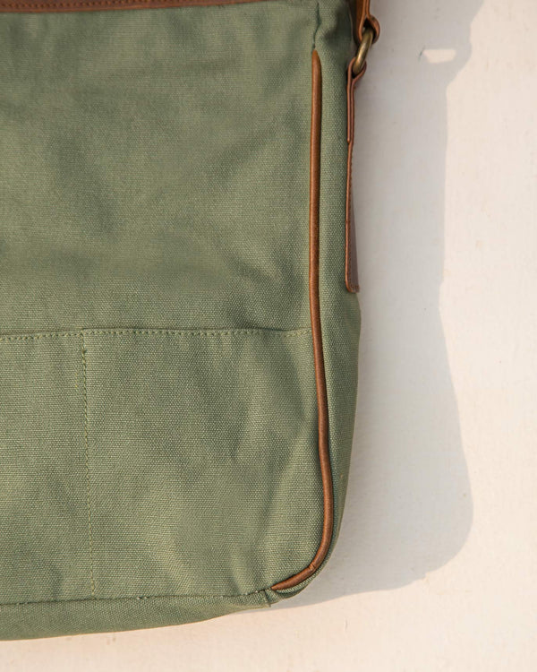 The Perfect Travel Messenger - Green