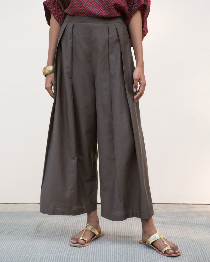 Pleated Flared Pants - Charcoal