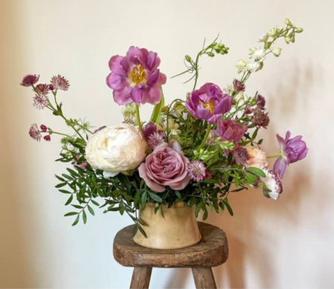 Pinkish purple floral arrangement by Britt Summers from the hōm market's master class with florist Ingrid Carozzi of Tin Can Studios