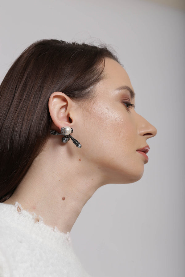 Earrings in pearl & gunmetal for women