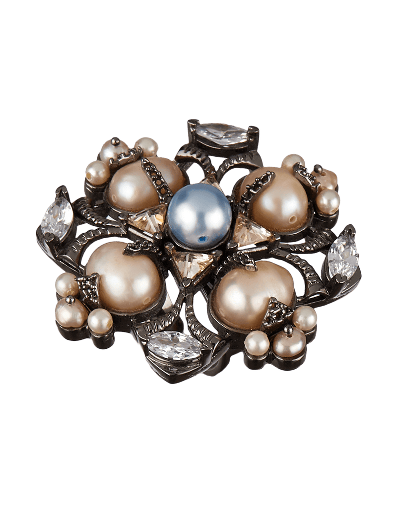 Women's ring with pearls