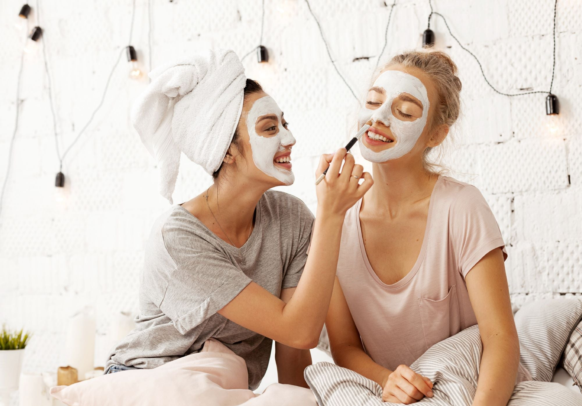 THE BENEFITS OF KAOLIN CLAY + HOW TO INCLUDE IT IN YOUR SKIN CARE ROUTINE