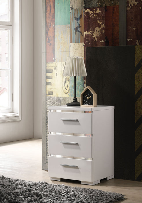 Magnar White (High Gloss) Accent Table image