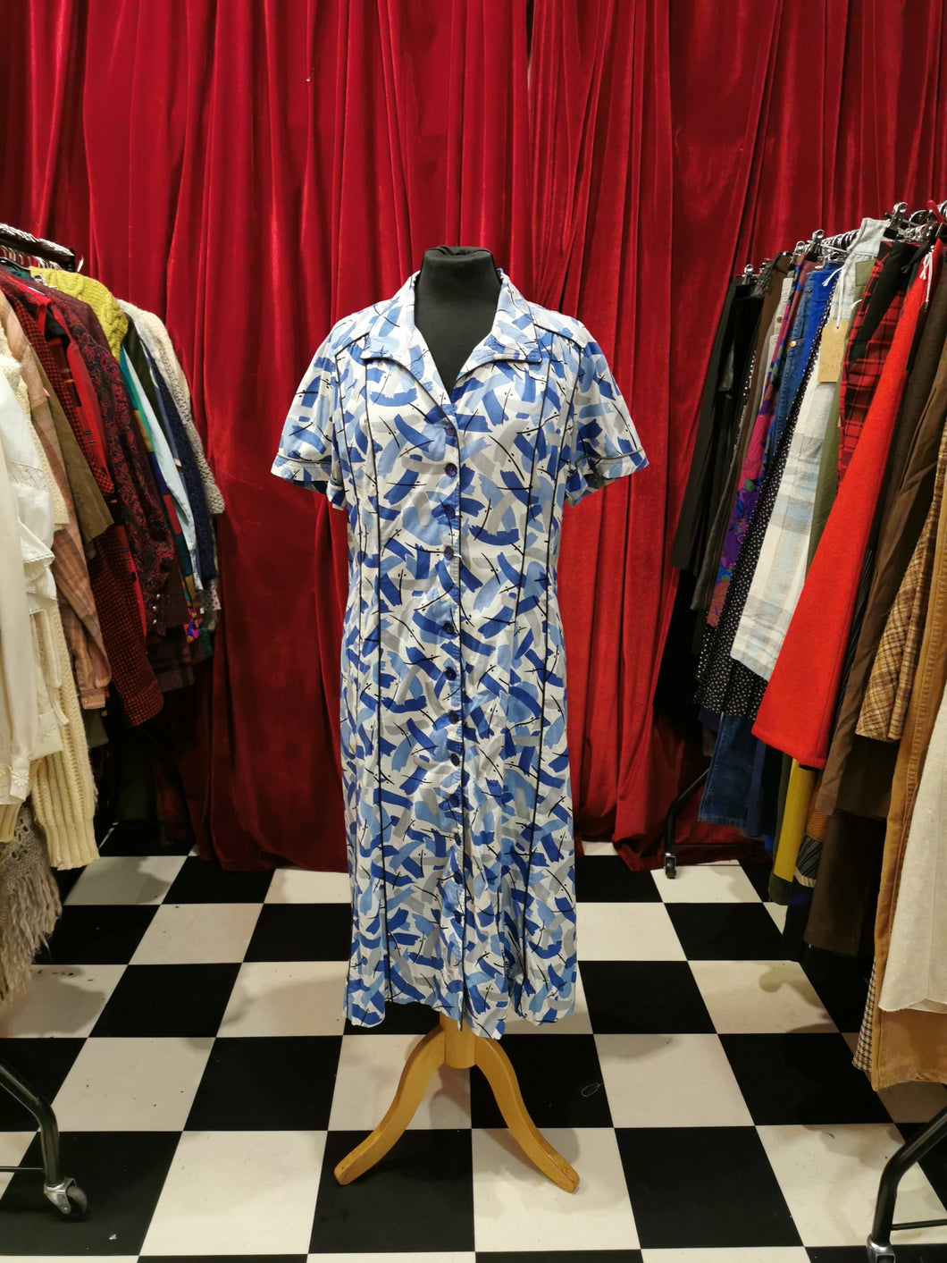 Vintage Late 1950s Blue & White Short Sleeve Abstract Print Shift Day Dress