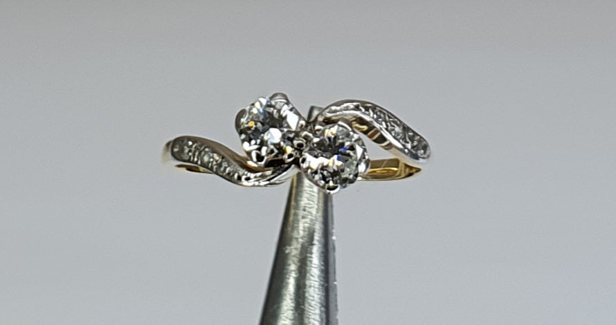 18ct Gold & Platinum Two Stone Diamond Twist Ring with Diamond Sholuders