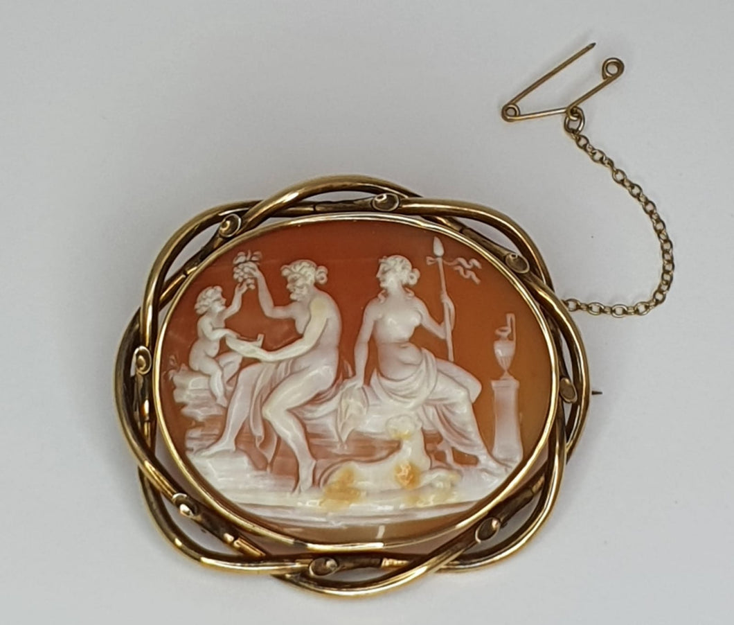 Gold Coloured Late-Victorian Cameo Brooch