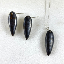 Load image into Gallery viewer, Obsidian Leaf Earrings