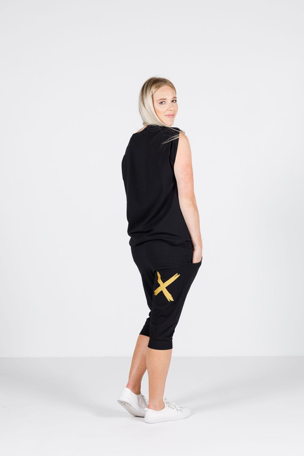 3/4 APARTMENT PANT BLACK WITH GOLD PRINT - No image set - Ebony Boutique NZ