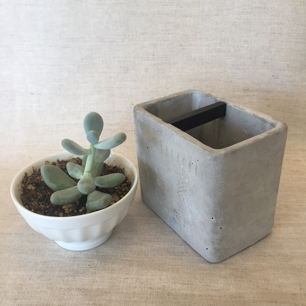 Stone Cement Brush Holder