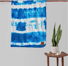 Load image into Gallery viewer, Slowtide Indigo Sun Blanket: Navy and White - Stokedstore
