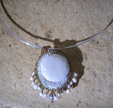 Lade das Bild in den Galerie-Viewer, Georgian limpet locket shell beaded strands