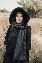 Afbeelding in Gallery-weergave laden, Black hooded scarf