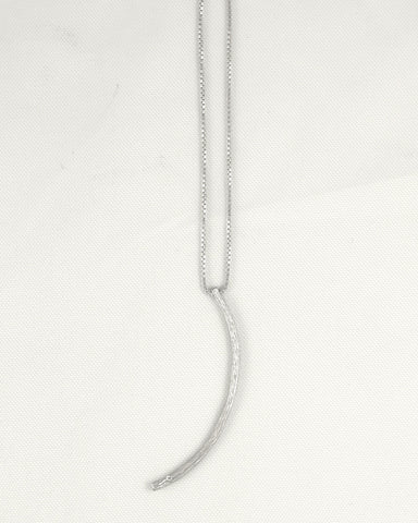 Vertical Textured Curve Necklace