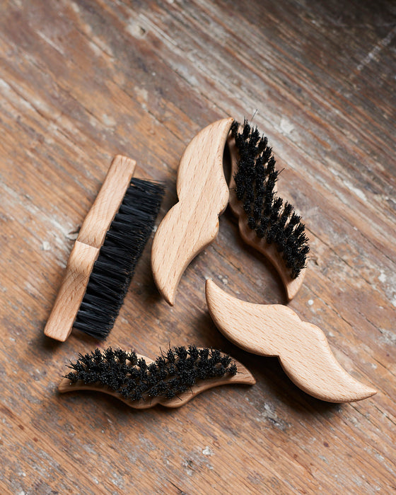 Beard and moustache brush in beechwood with horn decor