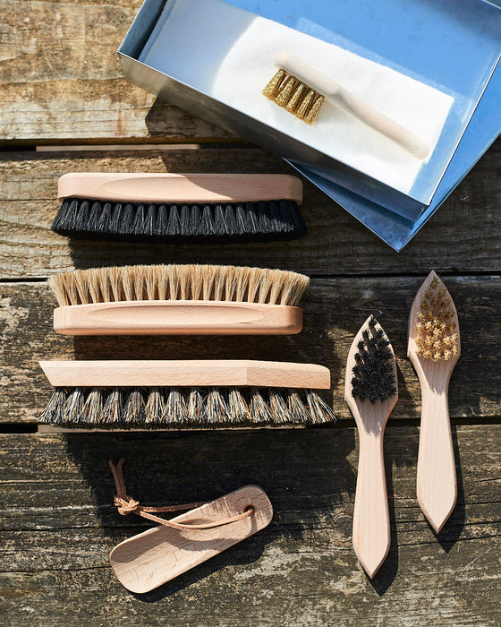 shoe brush set in metal box