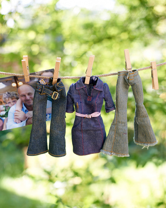 Kids washing line with mini pegs in a calico drawstring bag