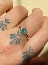 Load image into Gallery viewer, Three Points Opal Sapphire Ring