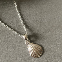 Load image into Gallery viewer, Silver shell necklace