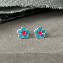 Load image into Gallery viewer, cheery flower blue earrings pink centre