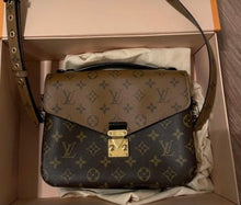 Load image into Gallery viewer, Louis Vuitton Monogram Pochette Métis