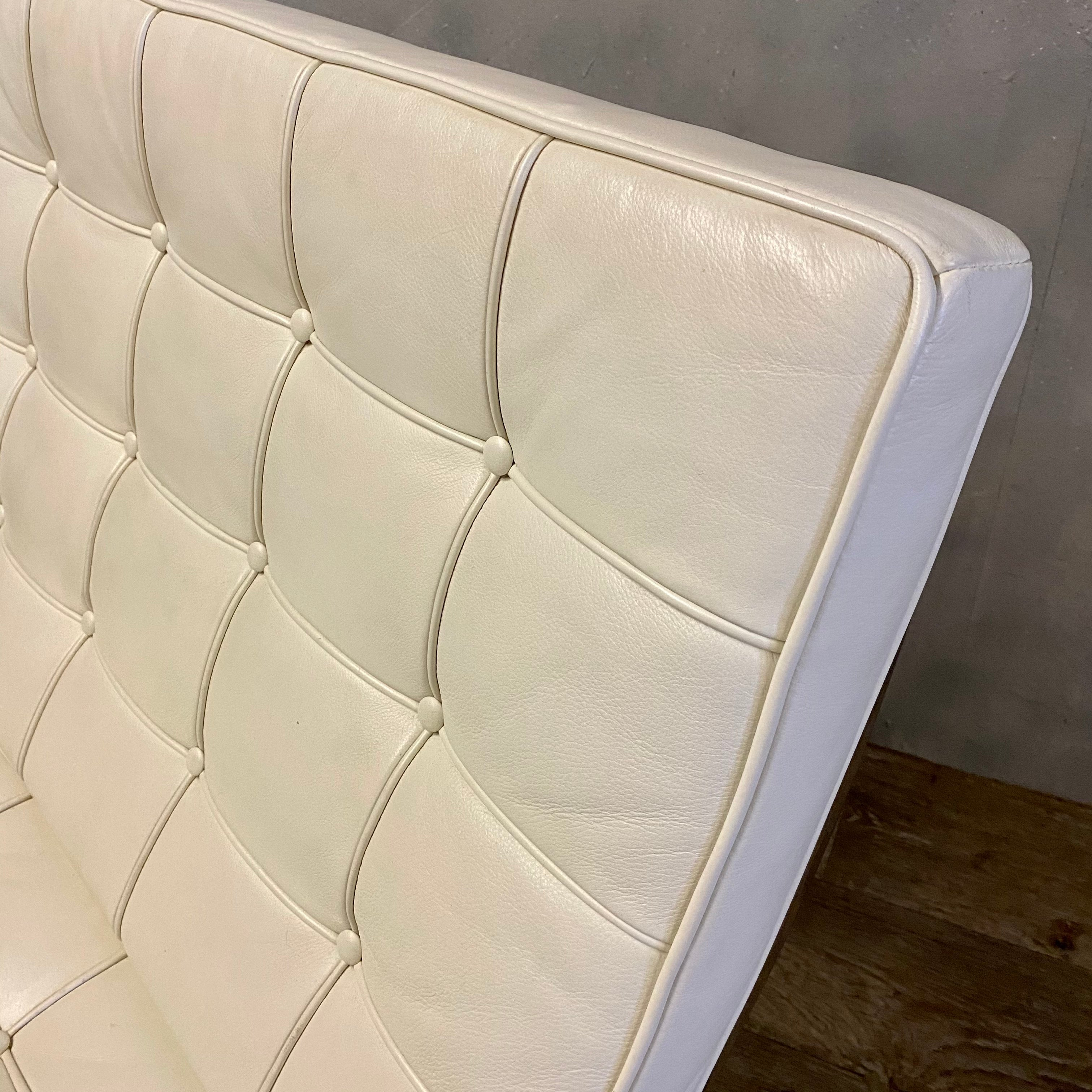White lounge or office chair