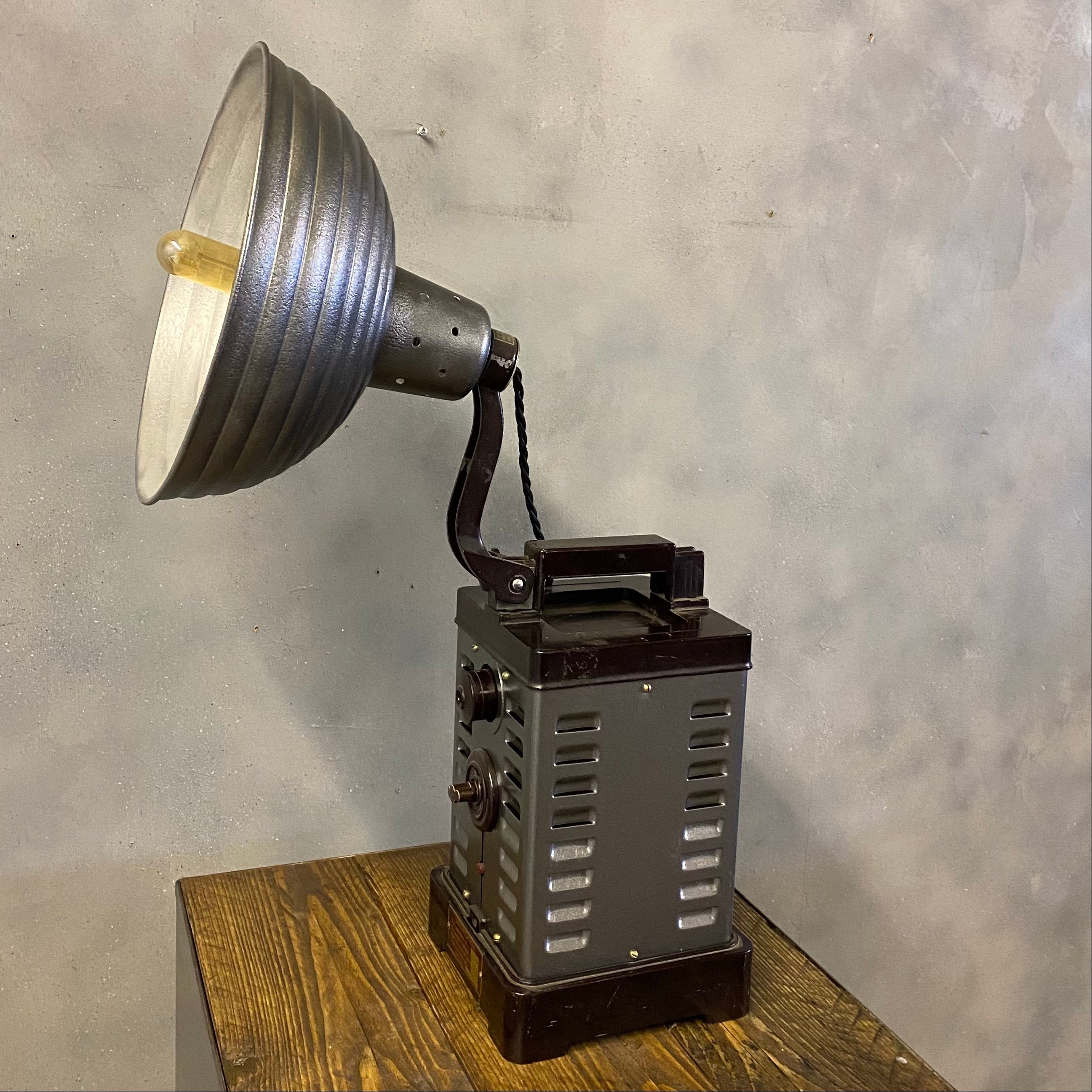 Industrial medical table lamp