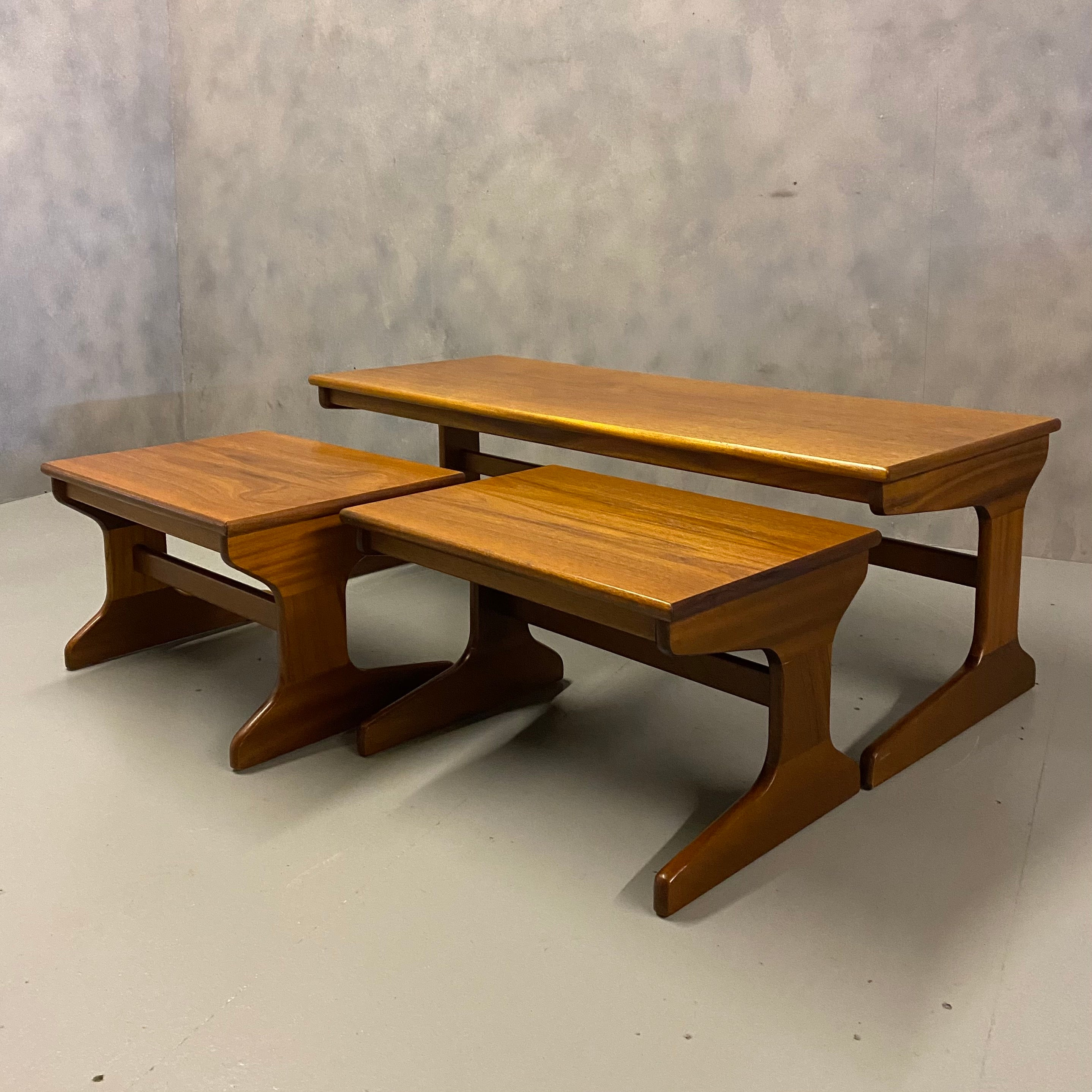 NEST TEAK TABLES