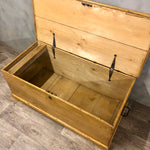 Load image into Gallery viewer, Pine blanket chest vintage