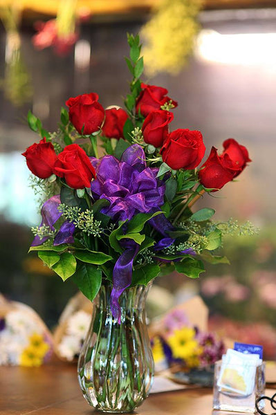 One dozen red roses with vase 3