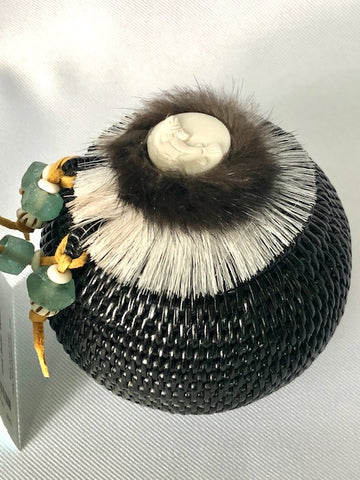 "5"" ROUND HAND WOVEN GRASS BASKET WITH LID"