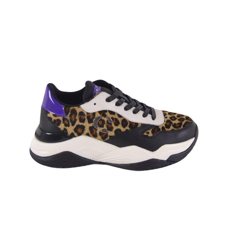 Crime London running Mercer donna leopardate
