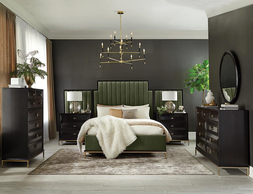 Formosa Collection - Formosa 5-piece Eastern King Platform Bedroom Set With Oval Nightstand Dark Moss
