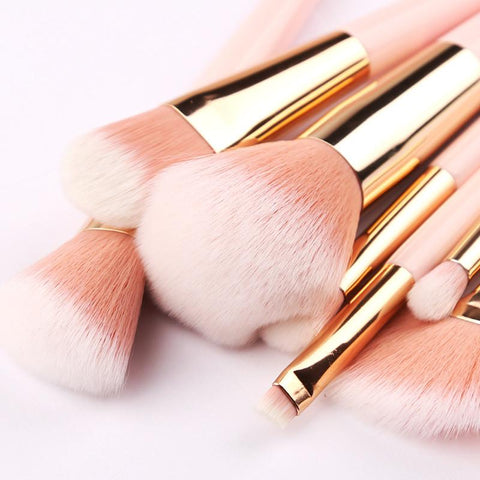 pink makeup brushes with different size
