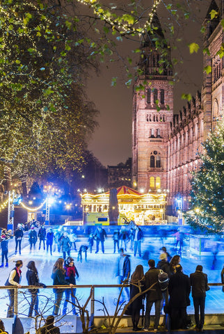 people are doing outdoor ice skating