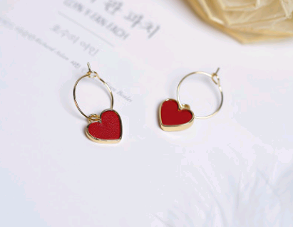 Load image into Gallery viewer, small heart shaped earrings