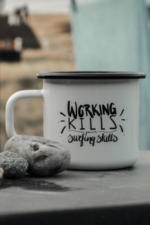 Emaille Becher mit Spruch - working kills your surfing skills