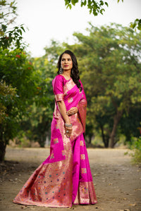 Unffold Soft Silk Banarasi Saree with Zari Woven Pallu - Magenta Color Golden - Square Butta
