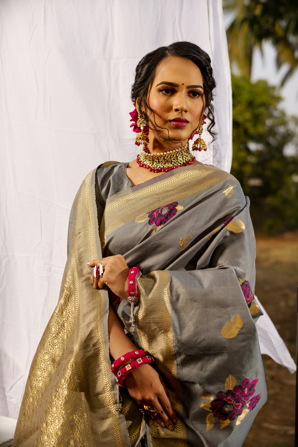 Unffold Soft Raw Silk Saree with Zari Woven Pallu - Grey Gold Design