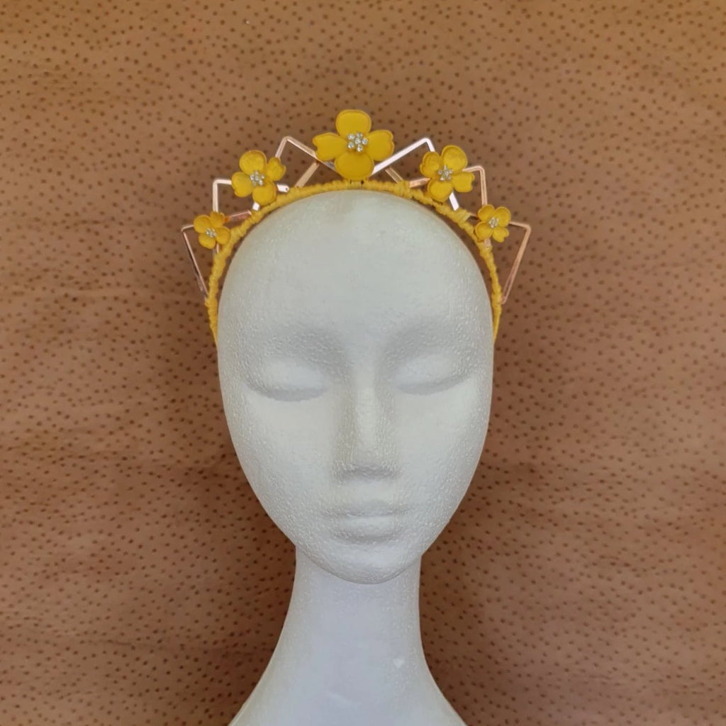 Jonquil Fascinator/ Crown