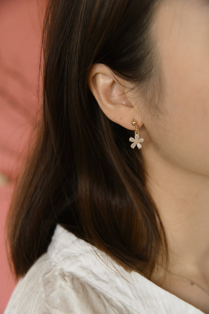 Bloom Earrings in white (S925)
