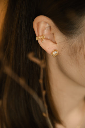 Load image into Gallery viewer, Amaryllis Earcuff